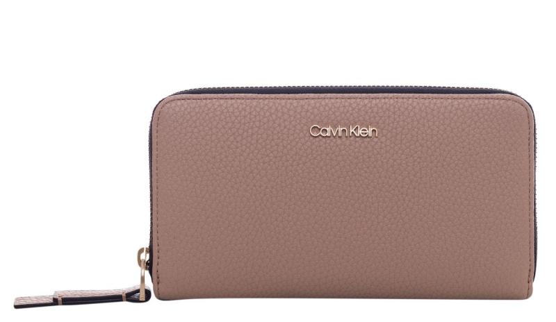 Novinky 2020 - Dámská peněženka Calvin Klein K60K604501
