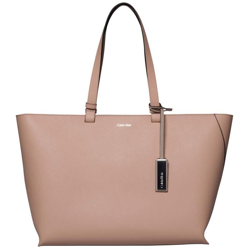 Módní značky - Dámská kabelka Calvin Klein K60K601082910
